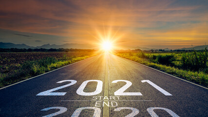 Panel Szklany Berlin New year 2021 or start straight concept.word 2021 written on the road in the middle of asphalt road at sunset.Concept of planning and challenge or career path,business strategy,opportunity and change