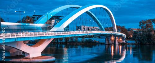 Foto Panoramic view of famous bridge in Lyon