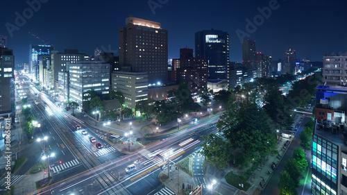 Obraz 夜景 交差点 広島市  - fototapety do salonu