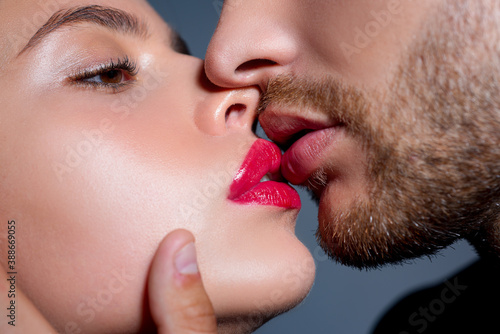 Fotografiet Close-up of beautiful passionate couple kissing