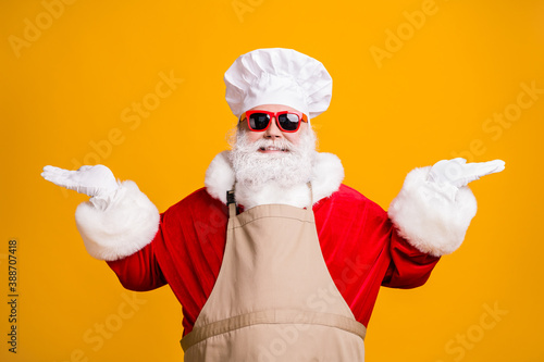 Photo of santa claus with beard in chef headwear hold hand measure christmas x-m Fototapet
