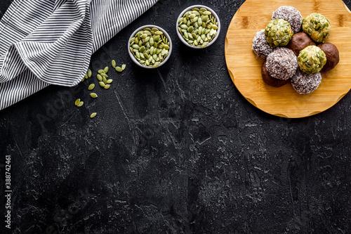 Papel de parede Homemade raw chocolate balls - vegan truffles with cacao and coconut