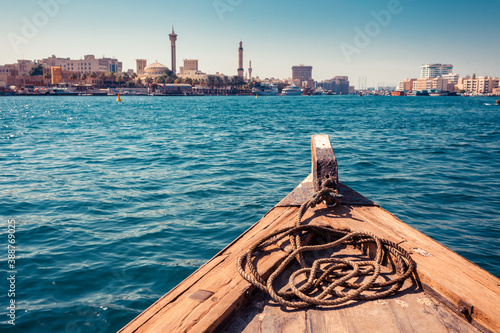 Fotografia Panoramic view from traditional water taxi boats in Dubai, UAE