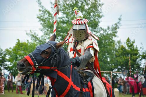 Obraz na plátně A rider in armor with a spear on a horse