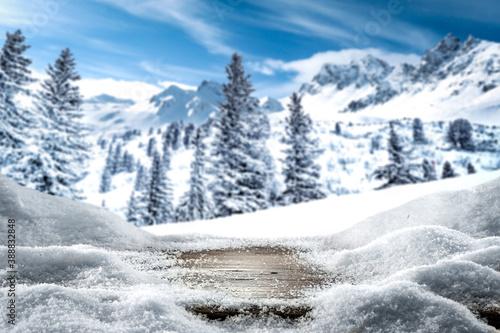 Fototapety powiększające wnętrze  desk-of-free-space-and-winter-landscape