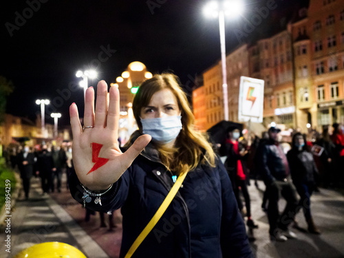 Photo Polish Woman has drawn a sign red lightning on her hand