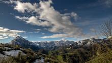 Paisaje De Montaña Con Las Cu...