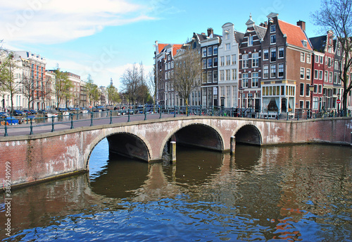 Fototapety, obrazy: Bridge over the canal in Amsterdam and old houses on the waterfront