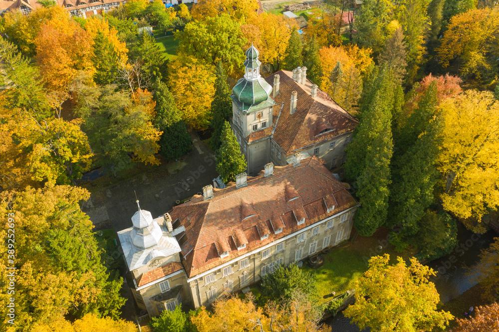 Fototapeta Park dworski w miasteczku Iłowa w Polsce