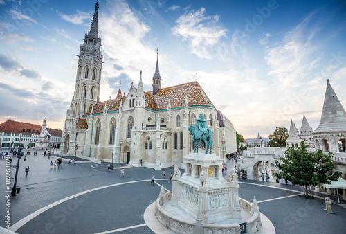 Fisherman's Bastion and Matthias Church in Budapest, Hungary Billede på lærred