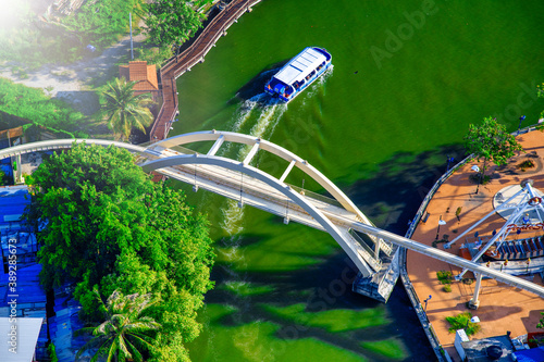 Fotomural MALACCA, MALAYSIA - DECEMBER 28, 2019: Overhead aerial view of Melaka River