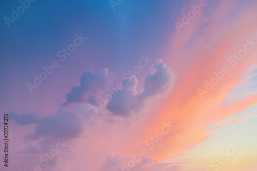 Photo Clouds background with orange to purple gradient