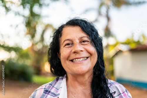 Photographie Portrait of smiling beautiful female farmer