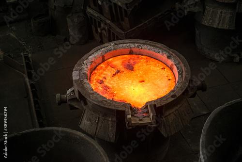 Fotografia Tank with liquid metal at the steel mill