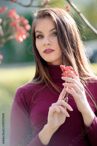 Obraz kobieta, beuty, piękne, młoda, portret, moda, osoba, park, radosna, brunetka - fototapety do salonu