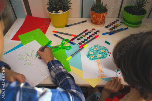 child with a teacher is engaged in art therapy Fototapet