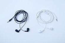 Wired Small Headphones Are Bla...