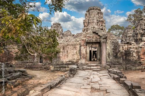 Foto Ancient ruins of Angkor  temple in Angkor Wat complex, Cambodia.