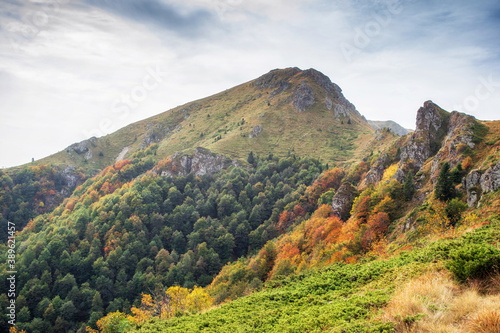 Fototapety, obrazy: Beautiful autumn mountain view and landscapes from the path from Ribaritsa to Eho hut chalet and peaks Yumruka and Kavladan, Central Balkan, Teteven, Bulgaria