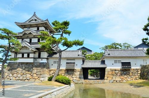 高松城 月見櫓と水手御門 Fotobehang