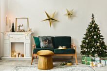 Stylish Christmas Living Room ...
