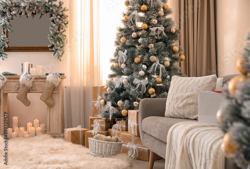 Beautiful Christmas tree in decorated living room Fototapete