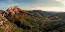 Panorama Sur Els Falaises Des Alpes Du Sud à La Lumière Du Coucher De Soleil