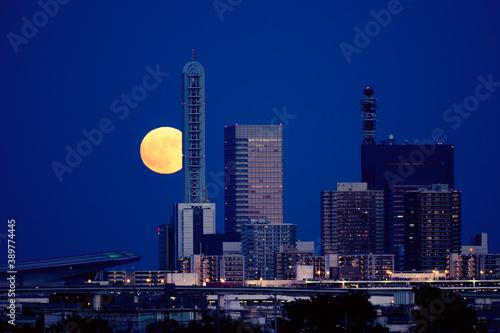Fotografija 満月のさいたま新都心