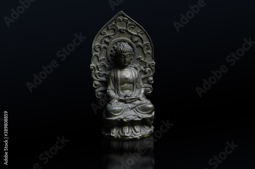 Closeup shot of a Buddha sculpture Fototapete
