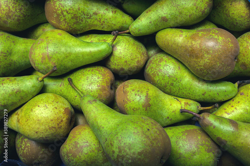 Foto Fresh pear conference on the sail at the vegetable market
