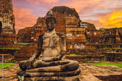Buddha statue at Wat Mahathat, Ayutthaya, thailand Canvas