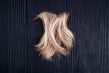 Blond Wavy Hair Lock Black Woo...