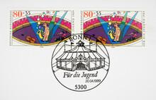 Briefmarke Stamp Gestempelt Used Frankiert Cancel Vintage Retro Alt Old Zirkus Circus Clown Manege Cello Musik Seifenblasen Zirkuszelt Tent 80
