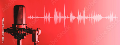 Canvas Print Microphone with waveform on red background, broadcasting or podcasting banner