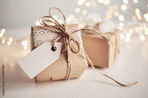 Obraz Christmas sustainable gift boxes with blank gift card. Christmas zero waste - fototapety do salonu