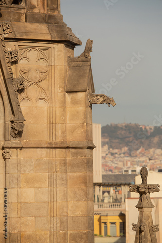 Detail of spires from the roof top of the Barcelona Cathedral Fotobehang