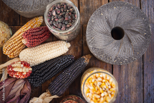 Foto Different species and colors of corn on wooden table