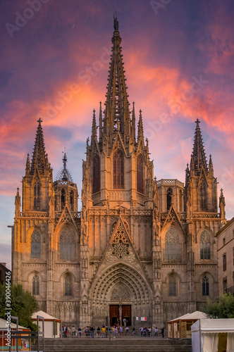 Foto Famous Gothic Cathedral of the Holy Cross and Saint Eulalia or Barcelona Cathedr