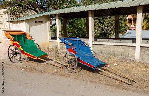 Obraz na plátně Pulled rickshaw in street of north Madagascar