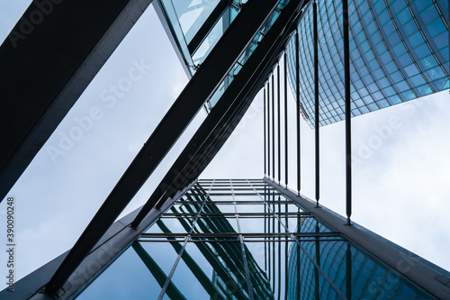 Papel de parede Triangular abstract view on modern office building with sky