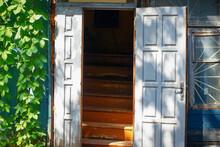 White Wooden Open Entrance Doo...