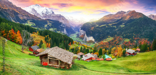 Fototapeta Scenic autumn view of picturesque alpine Wengen village and Lauterbrunnen Valley obraz