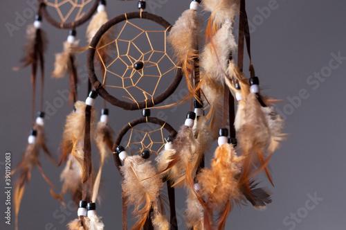 Foto Partes de un cazasueños con tonalidades marrones en un primer plano