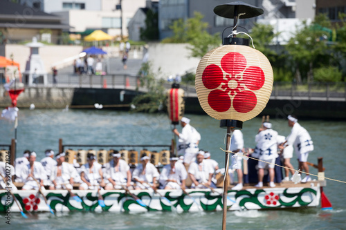梅鉢紋の提灯と天神祭のどんどこ船 Fototapet