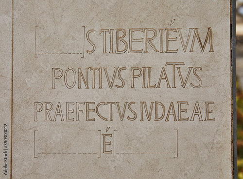 Fototapeta An inscription on a plate near a stone monument with the mention of Pontius Pila