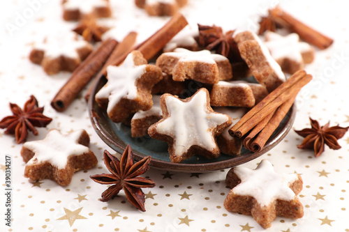Obraz gingerbread cookies and spices- festive confectionery - fototapety do salonu