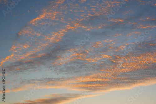 Obraz na plátně 日本の秋、晴れた日の朝焼け