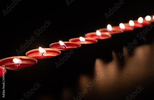 Photo Burning red candles on black background