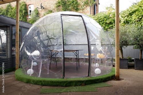 Plastic igloo dome tent used to dine outside pub during the Coronavirus (Covid-1 Fototapet
