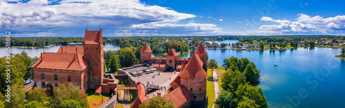 Obraz na plátně Aerial view of Trakai, over medieval gothic Island castle in Galve lake